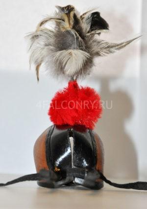 Клобук для сокола с перьями