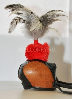 Клобучок для сокола с перьями